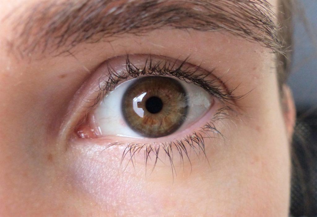 Gros plan de l'oeil de Laetitia